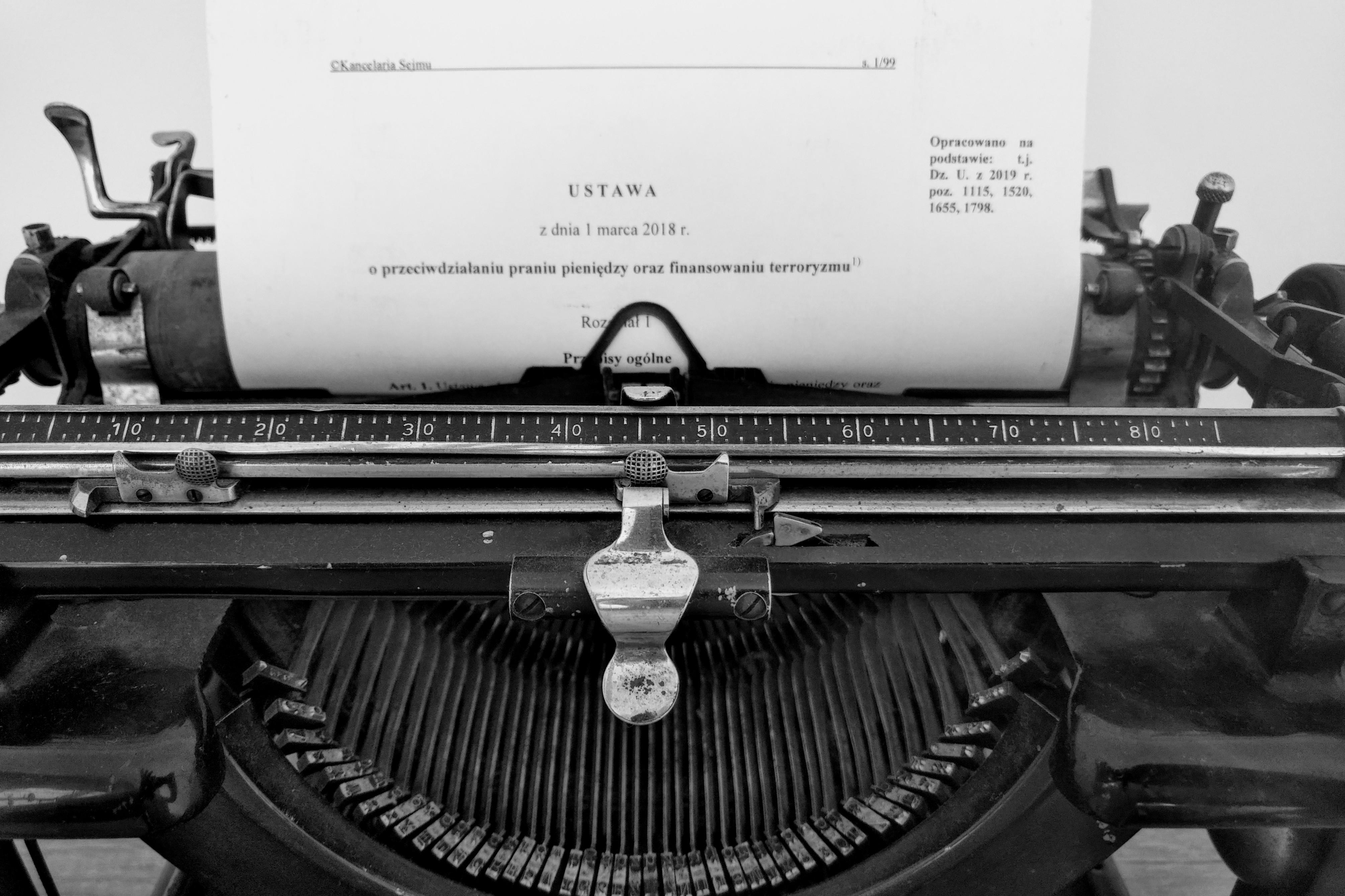 Maszyna do pisania - ustawa adwokat Gdańsk